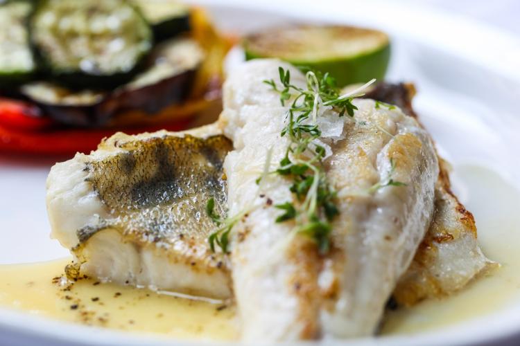 Mangiare a pranzo dopo la palestra, pesce con verdure